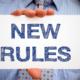 """Ein Schild mit Schriftzug """"New Rules"""""""